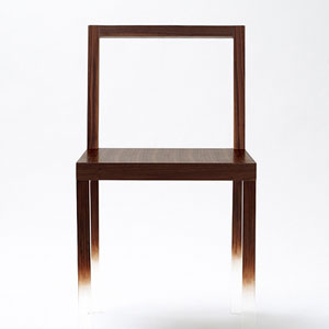 悬浮在空中的椅子