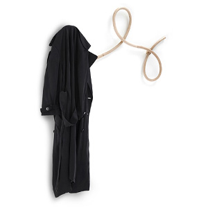 充满想象力的曲线木质衣架